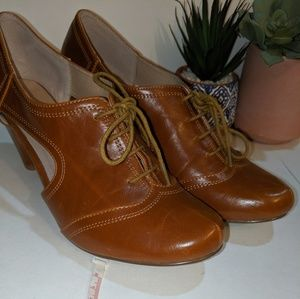 Anthropologie Chelsea Crew 8.5 Cut Out Oxford Heel